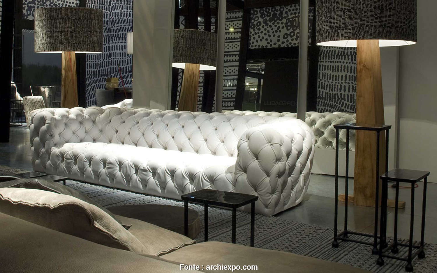 Divano Baxter Chester Moon, Classy Chesterfield Sofa / Leather / 3-Seater / Gray. CHESTER MOON By Paole Navone Baxter