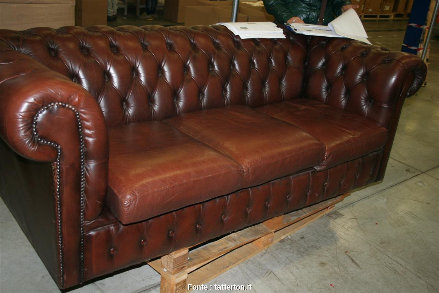 Divano Chester Marrone, Bella Divani E Poltrone: Divano Chesterfield, Posti Marrone