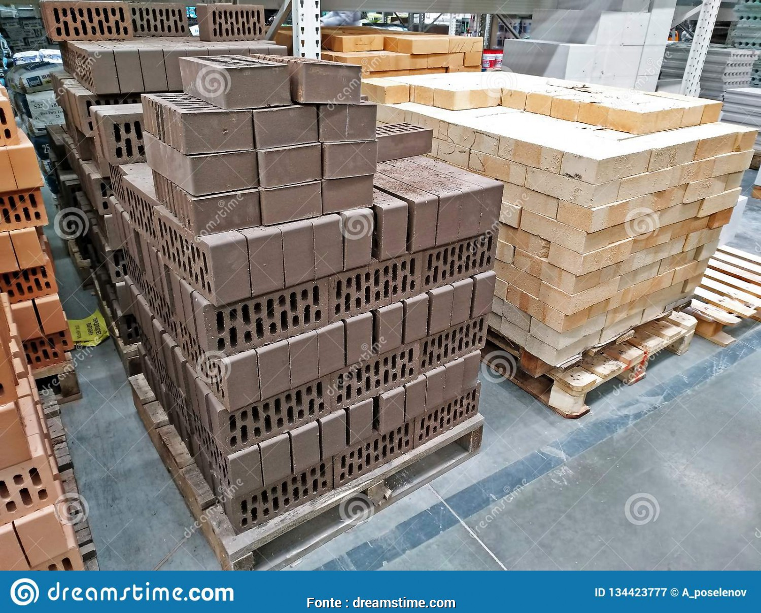Leroy Merlin Pallet, Amabile KEMEROVO, RUSSIA, DECEMBER, 2018. Pallets With Various Kinds Of Bricks In A Large Building Materials Store Leroy Merlin