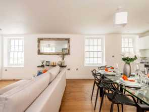4 Molteni Lettings, Elegante Two Bedroom Apartment, In A Secluded Passageway, The Strand, WC2