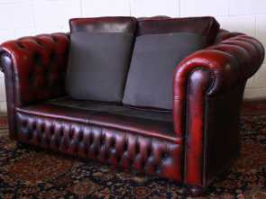 Divano, Posti Bordeaux, Costoso Divano Chesterfield Club 2 Posti Bordeaux (001)