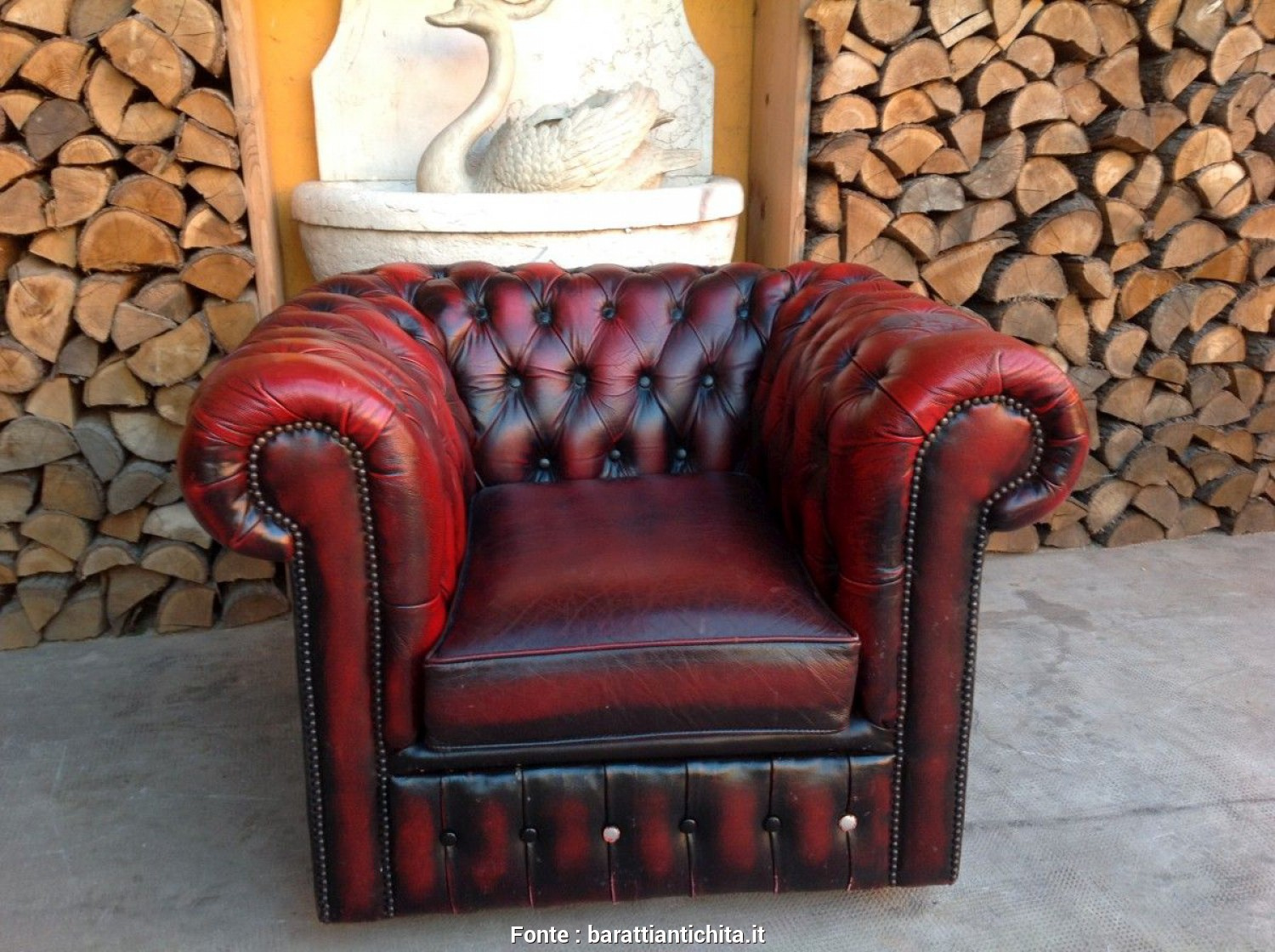 Vendo Divano E Poltrone Chesterfield, Affascinante Poltrona Chesterfield Club Originale Inglese Vintage In Vera Pelle Color Bordeaux