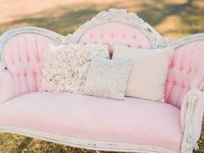 divano shabby rosa For a girls room, this would be great, that vintage feminine look. ❤ Migliore 4 Divano Shabby Rosa